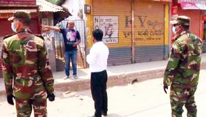 কুমিল্লায় কঠোর অবস্থানে সেনাবাহিনী, ৪ জনকে জরিমানা