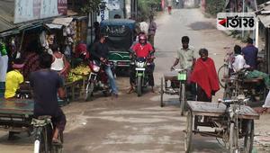 টাঙ্গাইলে লকডাউন আমলে নিচ্ছে না লোকজন