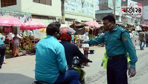 যানবাহন নিয়ন্ত্রণে তৎপর পুলিশ, দেয়া হচ্ছে মামলা
