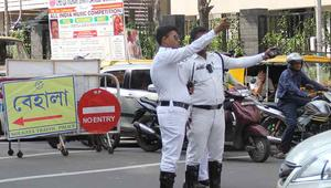 অহেতুক হর্নে মুম্বাই সাজা দিলেও কলকাতা জরিমানাতেই ক্ষান্ত