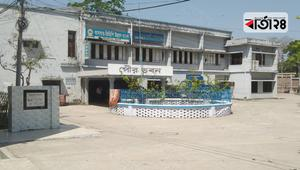পটুয়াখালী পৌরসভা চত্বরে টিসিবির পণ্য বিক্রি শুরু