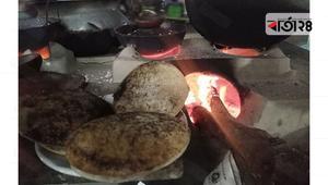 গরম চিতই-ভাপা পিঠায় শীতের আমেজ
