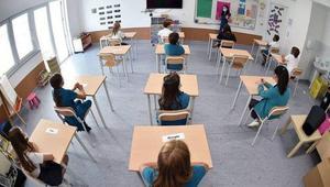 দীর্ঘ ছয় মাস পর খুলছে ইতালির শিক্ষাপ্রতিষ্ঠান