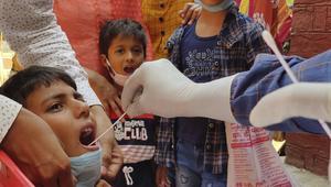 করোনার বেপরোয়া সংক্রমণে ত্রস্ত ভারত