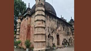 অবহেলায় নষ্ট হচ্ছে ঐতিহ্যবাহী আতিয়া জামে মসজিদ