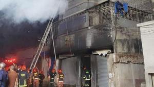 Fire kills one in Armanitola chemical godown