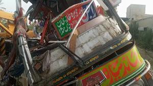 পাকিস্তানে বাস-ট্রাক সংঘর্ষে নিহত কমপক্ষে ৩০, আহত ৪০