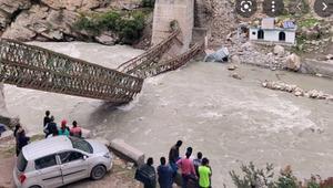 Nine tourist killed after boulder crashes in India