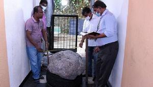 নলকূপ খনন করতে গিয়ে মিললো মূল্যবান ৫০০ কেজির রত্নপাথর