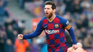 Messi brace sinks Valencia