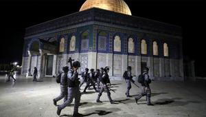 আল-আকসায় ইসরায়েলি পুলিশের হামলায় ১৬৩ জন আহত