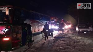 রাতে চলছে দূরপাল্লার বাস, বঙ্গবন্ধু সেতু পার হয়েছে ২৫ হাজার যানবাহন