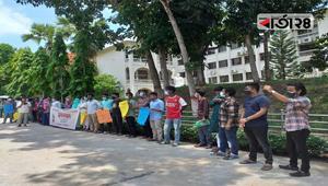 শিক্ষা প্রতিষ্ঠান খোলার দাবিতে কুবি শিক্ষার্থীদের মানববন্ধন