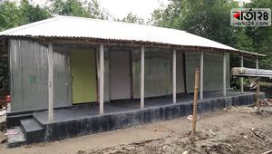নতুন ঘর পেয়ে খুশিতে আত্মহারা ভ্যান চালক রেজাউল