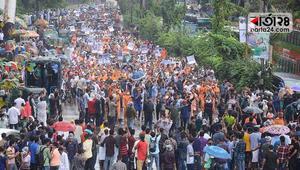 Students lift blockade with 24-hour ultimatum