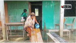 একদিন পর খুলবে স্কুল, ধোয়া-মোছার কাজে ব্যস্ত বিদ্যালয়গুলোতে