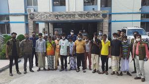 সিরাজগঞ্জে ছিনতাই চক্রের ১১ সদস্য আটক