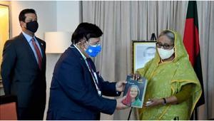 প্রধানমন্ত্রীর ৭৫তম জন্মদিনে পররাষ্ট্রমন্ত্রীর বই 'শেখ হাসিনা: বিমুগ্ধ বিস্ময়'