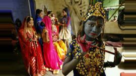 আজ হিন্দু সম্প্রদায়ের প্রধান ধর্মীয় উৎসব শ্রীকৃষ্ণের জন্মাষ্টমী। ছবিটি লালবাগ হিন্দুপাড়া এলাকা থেকে তুলেছেন সুমন শেখ।