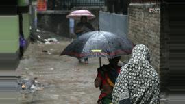 ভোর থেকে সকাল পর্যন্ত রাজধানীতে বৃষ্টি। ছবি : সুমন শেখ