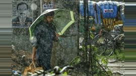 রাজধানীতে সারাদিন থেমে থেমে বৃষ্টি। ছবি : সুমন শেখ