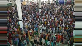 সাপ্তাহিক ছুটির দিনে কমলাপুরে টিকিট প্রত্যাশীদের ভিড়। ছবি : সুমন শেখ