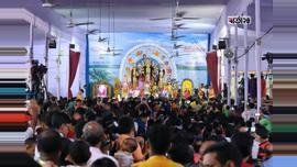 রোববার (৬ সেপ্টেম্বর) সকালে শারদীয় দুর্গোৎসবের মহাষ্টমীতে ঢাকা রামকৃষ্ণ মিশন মন্দিরে সাড়ম্বরে অনুষ্ঠিত হলো কুমারী পূজা। ছবি : সুমন শেখ