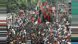 পবিত্র আশুরা (১০ মহররম) উপলক্ষে কারবালা স্মরণে তাজিয়া মিছিল শুরু করেছেন শিয়া সম্প্রদায়ের মুসল্লিরা। ছবি : সুমন শেখ
