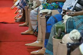 ভারতের জয়পুর ফুড আর্টিফিশিয়াল লিম্ব ফিটমেন্ট প্রতিষ্ঠানটি বাংলাদেশকে ৫০০ কৃত্রিম পা দেয়। ছবি : সুমন শেখ