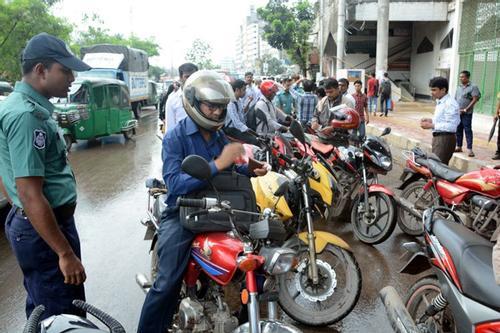 ট্রাফিক সপ্তাহ: নবম দিনে রাজধানীতে  আটক ৩৫ মোটরসাইকেল
