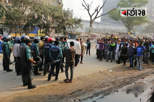 ঢাকা-৪: ধানের শীষের প্রার্থীর মিছিলে পুলিশের বাধা