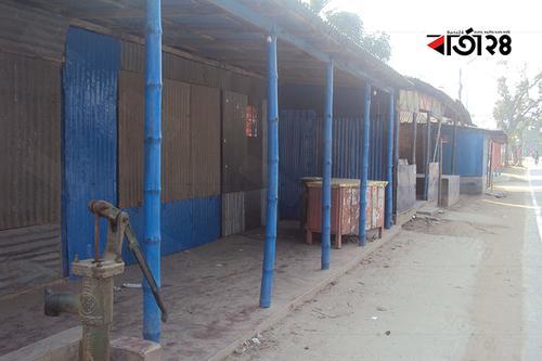 সাদুল্লাপুরে পুলিশের উপর হামলার ঘটনায় ২৫ দোকানে তালা