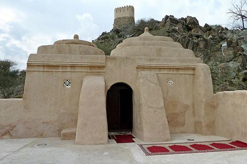আরব আমিরাতে পৌনে ছয় শ' বছরের পুরনো মাটির মসজিদ