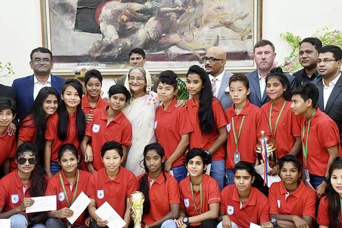 অনূর্ধ্ব-১৬ নারী ফুটবলারদের সংবর্ধনা দিলেন প্রধানমন্ত্রী
