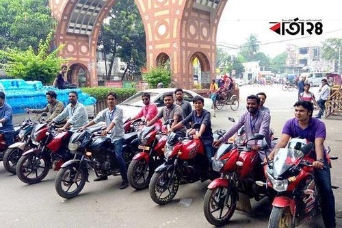 'জয় বাংলা বাইক সার্ভিস' দিয়ে পরীক্ষার্থীদের পৌঁছে দিল ছাত্রলীগ