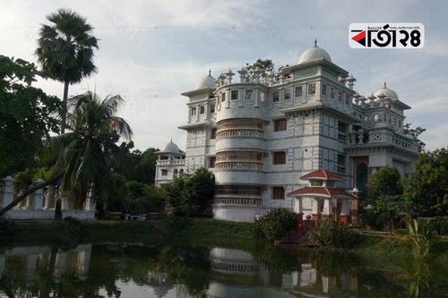 প্রত্যন্ত গ্রামে রহস্যময় অট্টালিকা
