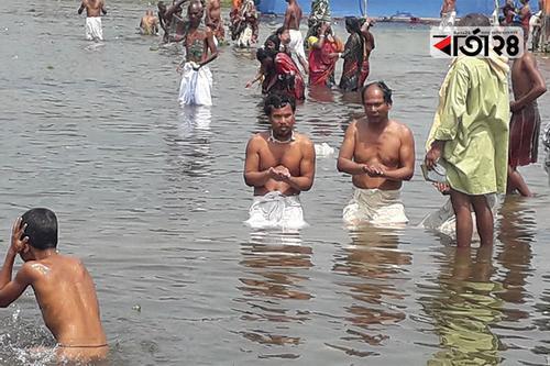 পঞ্চগড়ে করতোয়ার উল্টো স্রোতে পুণ্যস্নান