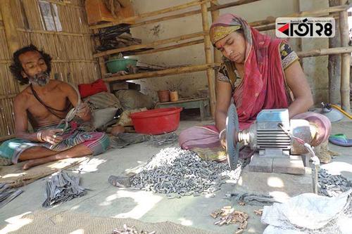 গয়না নয়, তাবিজ তৈরিতে ঝুঁকছে কারিগররা