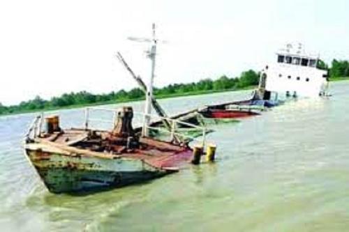 মোংলায় উদ্ধার অভিযান চলছে, নৌবাহিনীর মহড়া শিথিল