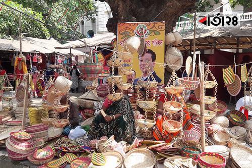 বাংলা একাডেমির প্রাঙ্গণে বৈশাখী মেলা