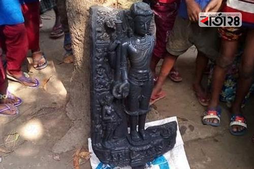 রাজশাহীতে পুকুরে মিললো সাড়ে ২৬ কেজি ওজনের বিষ্ণুমূর্তি