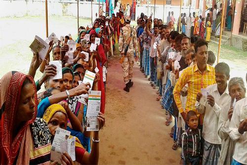 ভারতে তৃতীয় দফায় চলছে ভোটগ্রহণ