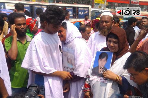 রানা প্লাজা ট্রাজেডি: কাফনের কাপড় পরে নিহতদের স্মরণ