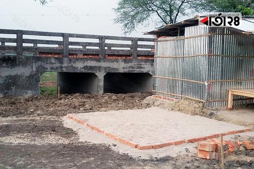 রাজশাহীতে ব্রিজের মুখ বন্ধ করে বিএনপি নেতার খামার নির্মাণ