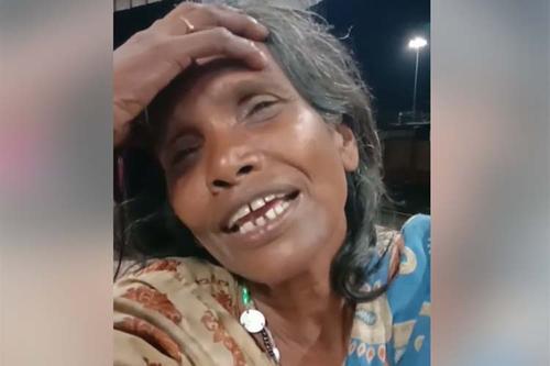 লতা মঙ্গেশকারের গান গেয়ে ভাইরাল রেল স্টেশনের ভবঘুরে নারী