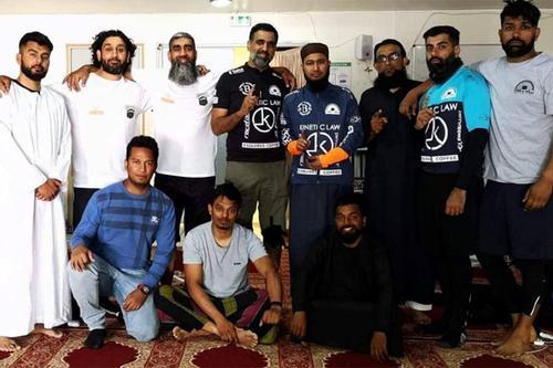 হজপালনে লন্ডন থেকে সাইকেলে ৮ মুসলিম
