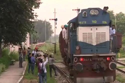 ভারতের সঙ্গে রেল যোগাযোগ বন্ধ করল পাকিস্তান