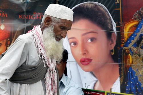 কাশ্মীর ইস্যু: ভারতীয় সিনেমা নিষিদ্ধ করল পাকিস্তান