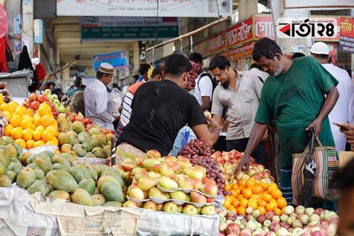 গাবতলী টার্মিনালে চাঙ্গা ফলের বাজার