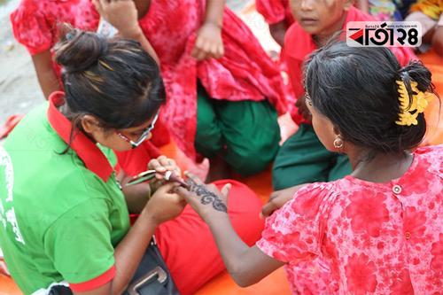 গাইবান্ধার সুবিধাবঞ্চিত শিশুদের মাঝে ছড়িয়ে পড়ল ঈদ আনন্দ